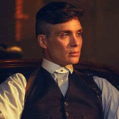 I get major Kaz vibes from Tommy Shelby, anyone else? BBC Two - Peaky Blinders - Tommy Shelby (Cillian Murphy) - Peaky Blinders Characters, Peaky Blinders Series, Cillian Murphy Peaky Blinders, Peaky Blinders Actors, Peaky Blinders Season, Traje Peaky Blinders, Peaky Blinders Tommy Shelby, Peaky Blinders Thomas, Michael Peaky Blinders