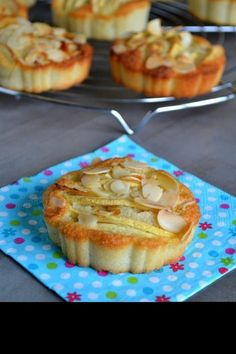 Tartettes amandines aux pommes Bread And Pastries, French Pastries, Pie Co, Good Pie, Sweet Cooking, Cake & Co, French Toast Bake, No Cook Desserts, Sweet Tarts