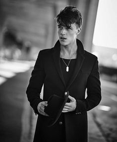 "fionagoddess: "" Finn Wittrock photographed by Dani Brubaker for Flaunt magazine. Gorgeous Men, Beautiful People, Liberty Ross, Finn Wittrock, Evan Peters, Darren Criss, Ex Husbands, Dream Guy, American Horror Story"