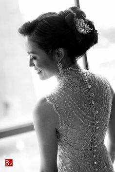 Veluz Reyes' beautiful wedding gown style... Do Want.