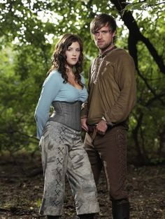 Lucy Griffiths as Marian and Jonas Armstrong as Robin Hood (BBC Jonas Armstrong, Lucy Griffiths, Robin Hood Bbc, Maid Marian, Bbc Tv, Story Characters, Fantasy Costumes, Robins, Gossip Girl