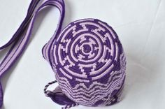 WAYUU BAG – Small-Sized Mochila. Handwoven by a woman from the Wayuu Tribe. Zig-Zag & Purple. AVAILABLE AT www.colombiart.co
