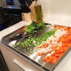This heavy duty stainless steel worktop with raised edges slides over your countertops to keep them clean and underneath your little cutting board to give plenty of extra space when preparing food. It even doubles as a handy tray. Prep Kitchen, Kitchen Items, Kitchen Hacks, Kitchen Gadgets, Kitchen Dining, Kitchen Stuff, Kitchen Products, Healthy Meal Prep, Healthy Recipes