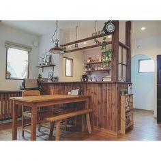 Reiyaさんの、Overview,ナチュラル,カフェ風,パイン材,塗り壁,チェッカーガラス,自然素材,アール壁,オールドメゾン,犬と暮らす,蓄熱暖房機,シラス壁,柿渋塗装についての部屋写真