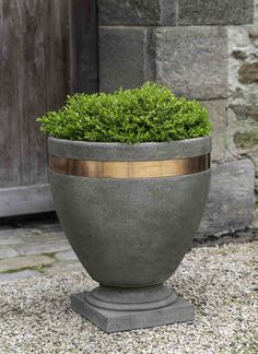 Kinsey Garden Decor Modern Copper Band Cast Stone Large Urn on Home Inteior Ideas 6783 Copper Planters, Stone Planters, Tall Planters, Patio Planters, Concrete Planters, Ceramic Planters, Planter Pots, Diy Garden Fountains, Garden Urns