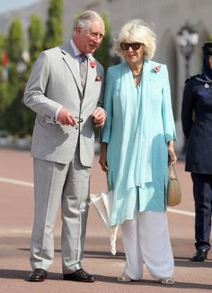 Prince Charles, Prince of Wales and Camilla, Duchess of Cornwall during a cultural welcome ceremony outside the Sultan's Palace on the second day of a Royal tour of Oman on November 5, 2016 in Muscat, Oman. Prince Charles, Prince of Wales and Camilla, Duchess of Cornwall are on a Royal tour of the Middle East starting with Oman, then the UAE and finally Bahrain. - The Prince of Wales and the Duchess of Cornwall Tour Abu Dhabi - Day 2