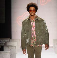 Fashion Radicals Magazine (@fashion_radicals) • Fotos y videos de Instagram Bomber Jacket, Magazine, Denim, Instagram, Videos, Jackets, Fashion, Trends, Down Jackets