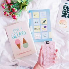 livro em cores pasteis sobre sorvetes