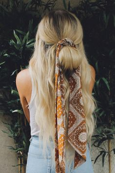 hippie hair 516084438551250174 - 7 Ways to Style Your Hair with a Scarf or Bandana Source by Moda Hippie, Moda Boho, Hair Scarf Styles, Curly Hair Styles, Hair With Scarf, Hair With Bandana, Hair Styles With Bandanas, Hair With Braids, Hair Down With Braid