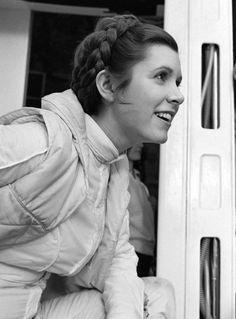 Carrie Fisher tribute in the March 2017 issue of Star Wars Insider Magazine - Star Wars Women - Ideas of Star Wars Women women - Carrie Fisher tribute in the March 2017 issue of Star Wars Insider Magazine Star Wars Cast, Leia Star Wars, Star Wars Film, Princesa Lea Star Wars, Princesa Leia, Star Wars Brasil, Carrie Frances Fisher, Por Tras Das Cameras, Han And Leia