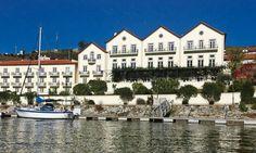 Em Pinhão, de barco, as paisagens do Vale do Douro