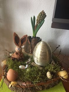 Ostern Easter Table, Easter Party, Easter Egg Crafts, Easter Eggs, Apple Decorations, Wood Slices, Spring Crafts, Accent Decor, Floral Arrangements