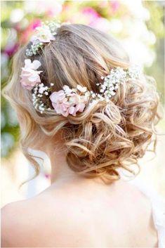 Peinados boho-chic: fotos look para novias - Semirecogido alto con detalles florales