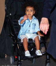 Kim Kardashian and Kanye West daughtre North in double denim Kim Kardashian Kanye West, Kardashian Style, Kardashian Jenner, Black Hair Magazine, Baby Boy Swag, Baby Girls, Celebrity Babies, Baby Design, Cute Kids