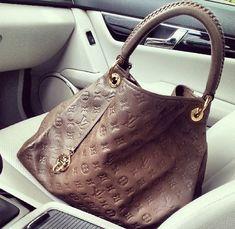 Celebrity Bag: Angelina Jolies Louis Vuitton Love
