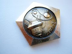 Retro Astronaut Enamel Lapel Pin Badge//Brooch Alien Space Spaceman 50s Sci Fi BN
