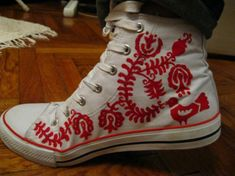 Sneakers with Hungarian embroidery. Now *this* is a good reason to get converse sneakers :D Hungarian Embroidery, Folk Embroidery, Embroidery Transfers, Machine Embroidery Designs, Embroidery Stitches, Embroidery Patterns, Kurti Embroidery, Embroidery Techniques, Folklore