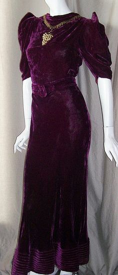1930s Plum Velvet Dress Vintage Gowns, Mode Vintage, Vintage Outfits, Vintage Clothing, 1930s Fashion, Timeless Fashion, Vintage Fashion, Hollywood Glamour, Historical Clothing