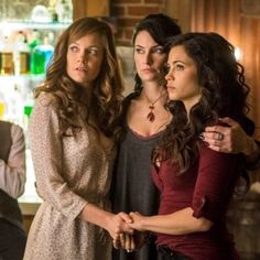 Ingrid (Rachel Boston), Wendy (Mädchen Amick), and Freya (Jenna Dewan Tatum) on Witches of East End