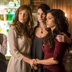 Ingrid (Rachel Boston), Wendy (Mädchen Amick), and Freya (Jenna Dewan Tatum) on Witches of East End