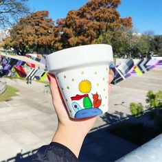 Flower Pot Art, Flower Pot Design, Flower Pot Crafts, Diy Home Crafts, Garden Crafts, Diy Craft Projects, Decor Crafts, Painted Plant Pots, Painted Flower Pots