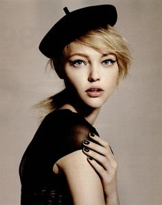 Sasha Pivovarova The Sasha spell soon spread like wildfire in the modelling world. Magazine covers, catwalk shows, advertisements, Vogue, L'Officiel. Sasha Pivovarova is everywhere ! Sasha Pivovarova, Fashion Models, Fashion Beauty, High Fashion, Retro Fashion, Fashion Weeks, Online Fashion, Black Berets, Beauty