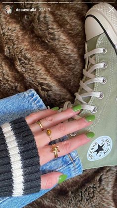 Dr Shoes, Swag Shoes, Hype Shoes, Me Too Shoes, Green Shoes, Converse Verte, Mode Converse, Converse Nails, Converse Hightops