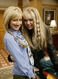 "parisnicolekimlindsaybritney: ""Ashley Tisdale and Miley Cyrus behind the scenes of Hannah Montana Season 1 Episode 12 """