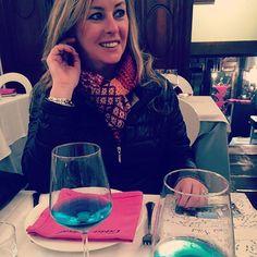 Michelle with the Azul @CasaVital #Azul #blue #bluewine #vino #spain #spain🇪🇸 #natural #chardonnayallday #chardonnay #chardonnayday #azulmediterraneo #cafemariana
