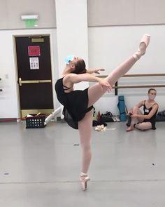 Ballet Dance Videos, Dance Tips, Dance Choreography Videos, Dance Poses, Ballet Dancers, Ballet Photography, Stunning Photography, Portrait Photography, Ballerina Workout