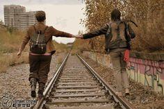 Carol ( Celebi Cosplay) and Daryl  #WalkingDeadCosplay #DarylDixon #carolpeletier #caryl #cosplay