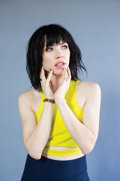 Carly Rae Jepsen sexy look in yellow Carly Rae Jepsen Emotion, Carly Rae Jepson, Taylor Swift, Cimorelli, Music People, Spice Girls, Celebrity Crush, Hair Cuts, Short Hairstyles