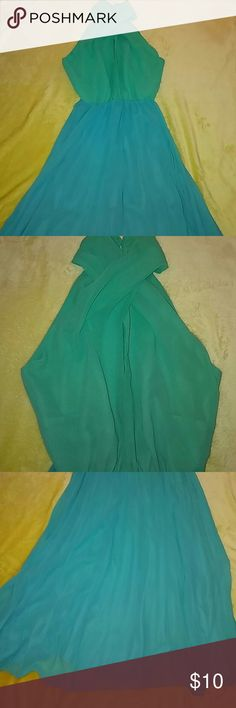 🆕Beautiful 2 Toned Long Maxi Dress.. Long 2 Toned colored green and turquoise maxi dress that has a long loose flowing bottom.. It has a key hole twisted top that is stunning on.. Its a casual maxi but could also be used as a dressy dress.. Forever 21 Dresses Maxi
