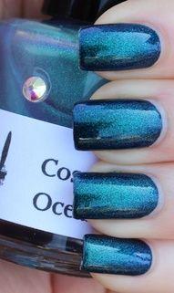 Glitter blue polish