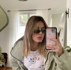 Grunge, Workout Accessories, Photo Dump, Natural Looks, Aesthetic Girl, Hair Inspo, Aesthetic Pictures, Pretty People, Hair Clips