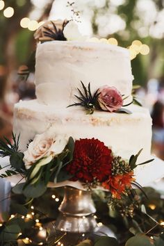 Today's real wedding is full of romantic elements and rustic decor! From the stunning florals to the delicate lace, Zoey & Slate's private at-home wedding has us swooning for days! From the photographer: This backyard (actually front yard) wedding is full of simple and classic details full of a unique blend of flowers and rustic decor. I love the lace detail on the bride's dress and her bouquet was to die for! Yard Wedding, Home Wedding, Wedding Cake Rustic, Wedding Cakes, Floral Wedding, Wedding Flowers, Rustic Backyard, Flower Dresses, Real Weddings