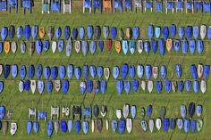 Segelboote auf der Wiese