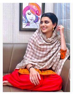 Indian Wedding Outfits, Indian Outfits, Indian Clothes, Nimrat Khaira Suits, Punjabi Girls, Punjabi Suits, Punjabi Models, Punjabi Actress, Simple Pakistani Dresses