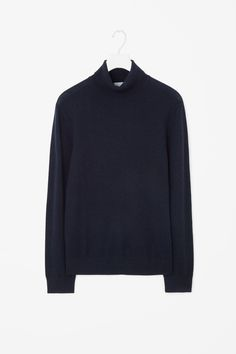 This high-neck jumper is made from a warm yak-wool blend. A casual style, it has slanted shoulder seems, long sleeves and tightly ribbed finishes.