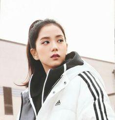 That stare Ctto … – Kpop Magazine Yg Entertainment, South Korean Girls, Korean Girl Groups, Black Pink ジス, Blackpink Members, Jennie Blackpink, 2ne1, Worldwide Handsome, Blackpink Jisoo