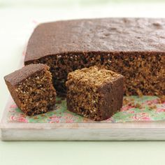 This classic dark brown ginger cake is made from oats. In the past, it was often served with a seasonal fruit compote. The proper stuff, like this, should be extra sticky. Tray Bake Recipes, No Bake Desserts, Cake Recipes, Dessert Recipes, Yummy Treats, Sweet Treats, Yummy Food, Yorkshire Parkin, Yorkshire Food