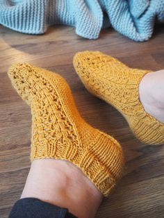 Knitted Slippers, Knitted Hats, Love Knitting Patterns, Knitting Socks, Just Do It, Sewing Crafts, Cross Stitch, Handmade, Socks