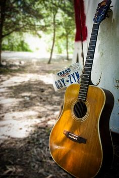 This 1972 Guild D-40 is showing its age in the best way possible!
