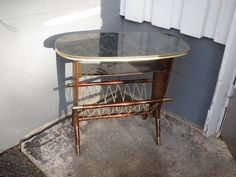 50-luvun lehtiteline-pöytä, puuosissa hiukan kulumaa, muuten siistikuntoinen.  MYYTY.