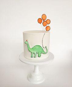 By dinosaur roar birthday cake Girl Dinosaur Birthday, Dinosaur Party, Boy Birthday, Dinosaur Cake, Birthday Ideas, Third Birthday, 2nd Birthday Parties, Dino Cake, Dragon Party