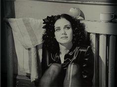 Mia Kirshner on set of The Black Dahlia