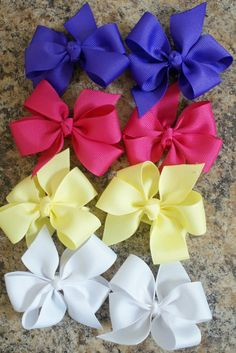 Hair Bow Tutorial. Uses two different widths of matching ribbon. If I can't find two different widths that match, I bet I could cut the wide one down because I only need such a small piece. Or I could use a complementary colour of narrower ribbon.