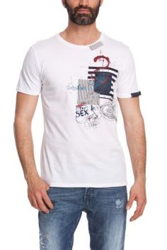A comfortable cotton crewneck tee gets extra out-of-bounds style thanks to a unique graphic that makes it a true trend-setter. Polo Shirt Outfits, Hoodie Outfit, Tee Shirt Homme, T Shirt, Polo Vest, Printed Shirts, Trendy Outfits, Men Casual, Mens Fashion