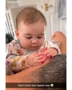 Cute Funny Baby Videos, Cute Funny Babies, Funny Videos For Kids, Cute Baby Boy, Cute Little Baby, Funny Kids, Funny Baby Faces, Videos Funny, Cute Kids Pics