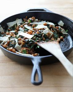 Pin for Later: 20+ Vegetarian Dinners For Those Who Can't Stand Washing Dishes Balsamic Mushrooms, Chickpeas, and Kale With Caramelized Onions Get the recipe: balsamic mushrooms, chickpeas, and kale with caramelized onions.